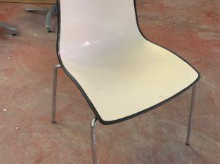 sillas armadura cromada blanco y negro