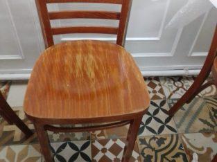 Lote de 40 sillas de madera