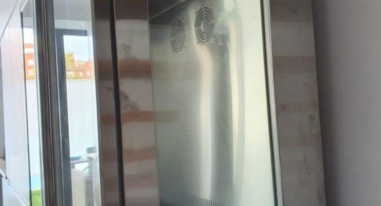 Nevera control humedad para jamones y embutidos.